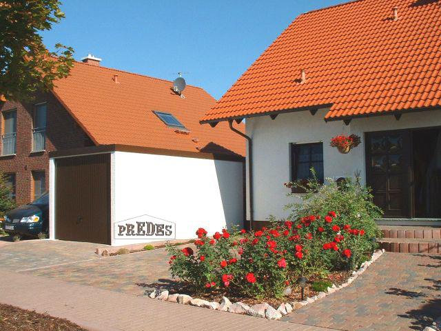 Garajes prefabricados para turismos garajes prefabricados for Caseta chapa galvanizada